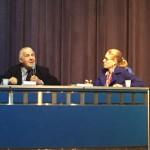 Debatedor Volnei Garrafa e mediadora do debate Mirelle Finkler.