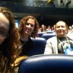 Integrantes Ana Luísa Remor, Érica Menezes e Maria Esther Baibich acompanhando as atividades do Seminário